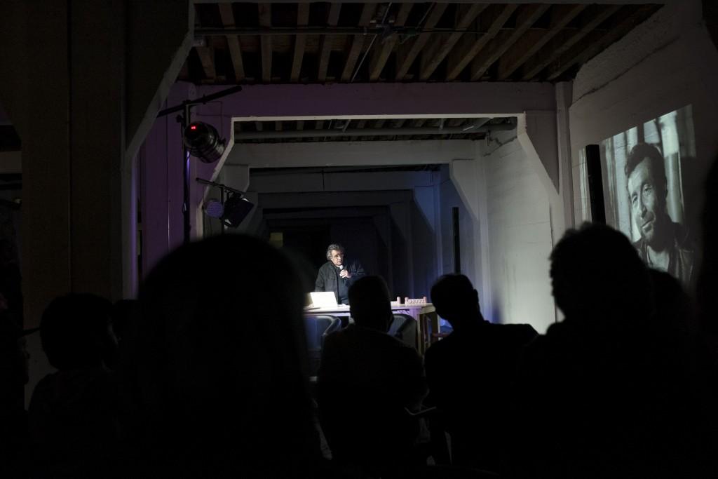 DIÁLOGO ENTRE CLAUDINE DOURY (Francia) y la psicoanalista PATRICIA CASTILLO (Chile). Fotos de Patricio Miranda.