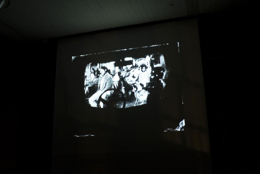 Proyección de Fotografía Chilena exhibida en ImageSingulières 2015. Fotos de Patricio Miranda.