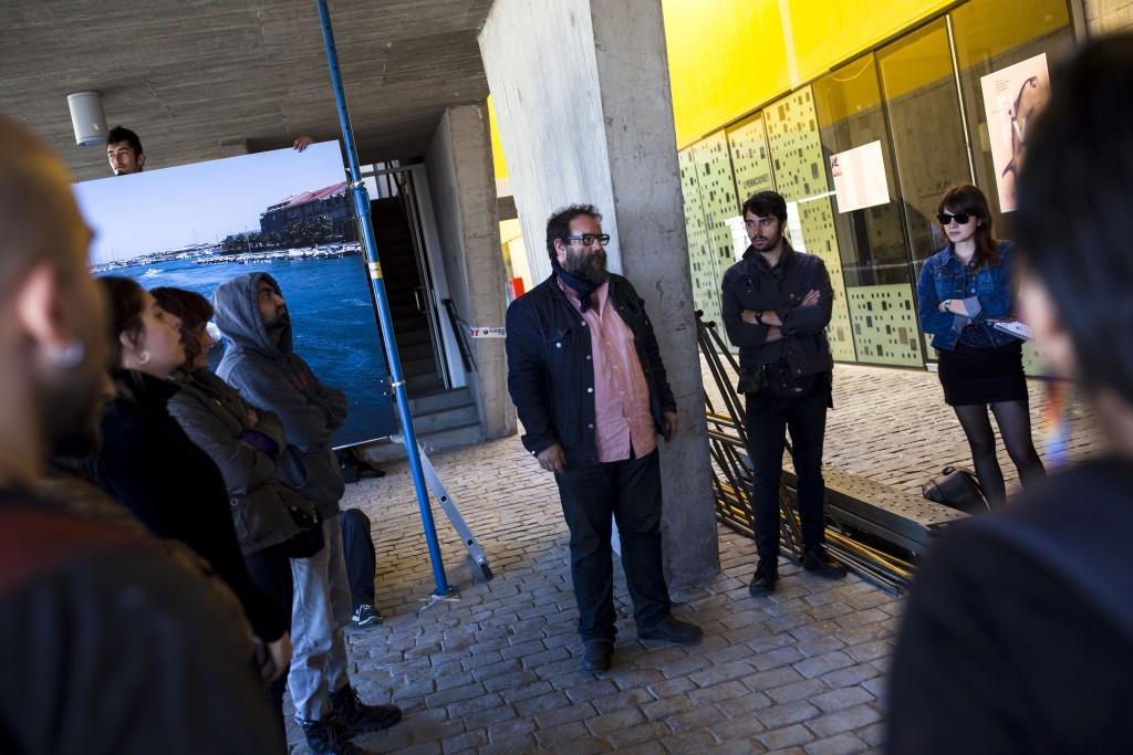 Rodrigo Gomez Rovira da la bienvenida a los fotógrafos de las brigadas fotográficas.